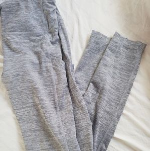 Cute grey leggings with pockets!